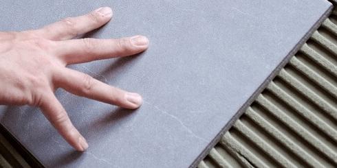 Fliesen- und Natursteinkleber