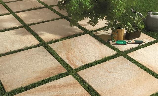 so reinigen sie terrassenplatten richtig